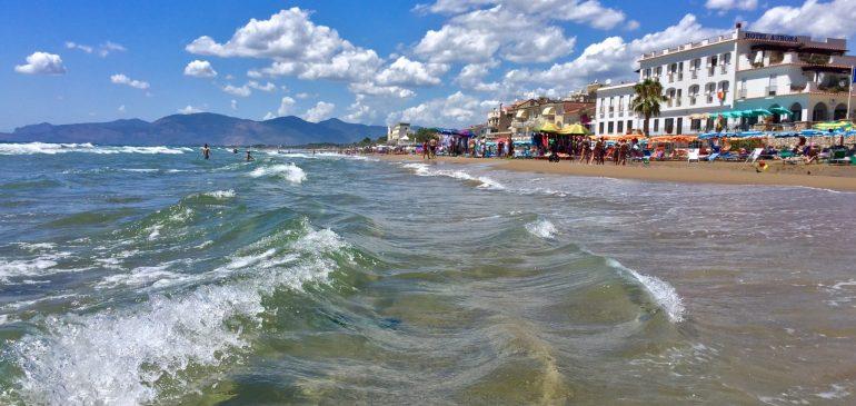 Survival in Rome's Summer Heat – AKA Beaches